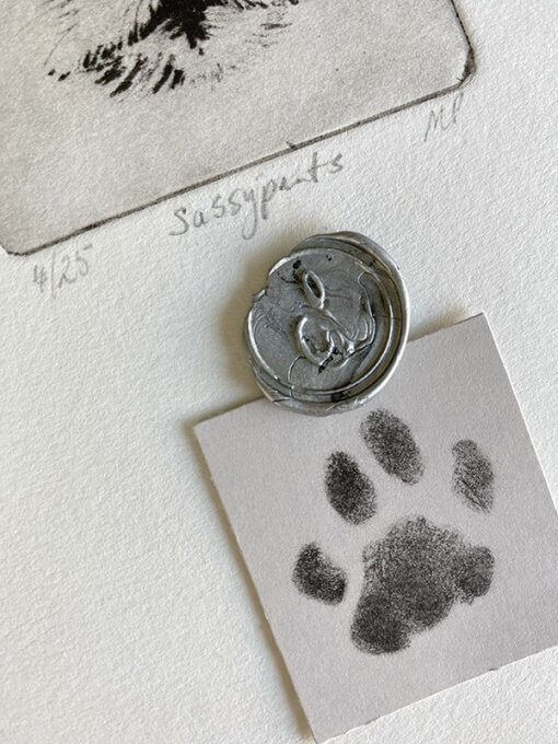 Pet-Art-with-paw-print-details