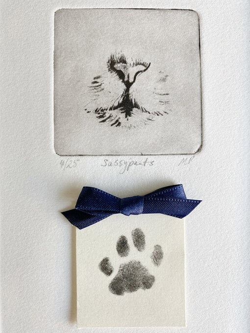Pet-art-with-paw-print-detail